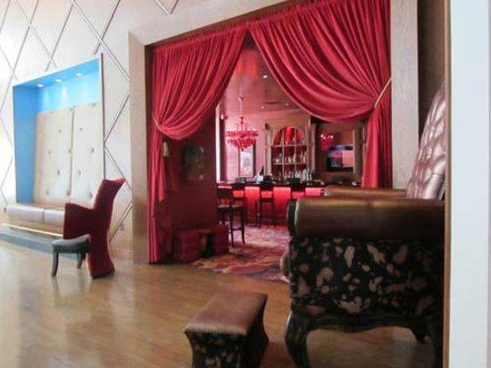The Saint Hotel, Autograph Collection: bar