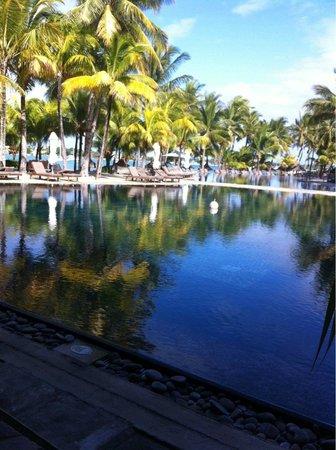 Beachcomber Le Mauricia Hotel : piscine