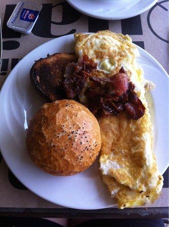 Beachcomber Le Mauricia Hotel : petit dejeuner