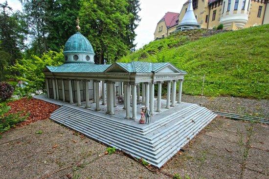 Park Boheminium: Mariánské Lázně - Křížový pramen/ Kreuzquelle/ Cross Spring