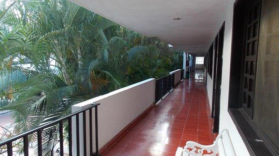 Hotel San Clemente: Коридор к номерам