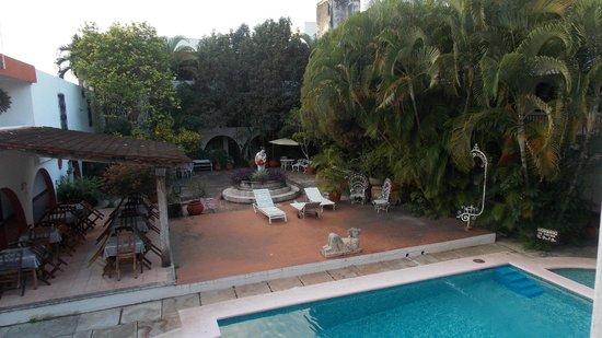 Hotel San Clemente: В патио за бассейном