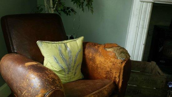 Castle Inn Hornby: leather sofa