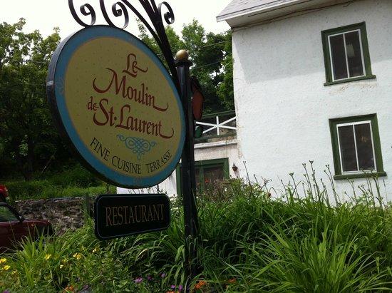 Moulin de St-Laurent- Restaurant- Chalets: Front.