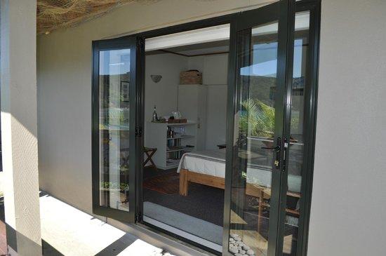 Kawau Lodge: Looking into Awatea suite