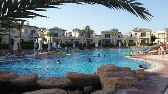 Island View Resort: Басейн с горкой