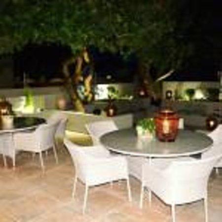 Mandyville Hotel: Patio
