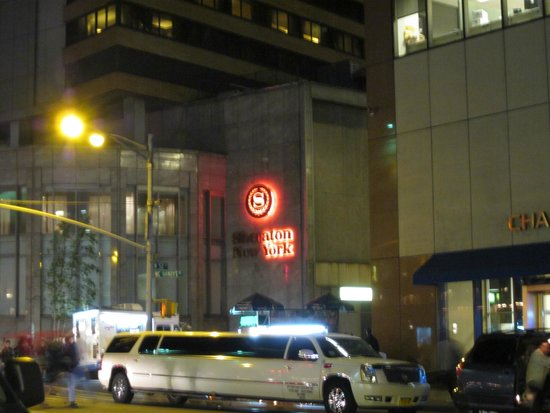 Sheraton New York Times Square Hotel : Half alight - says it all.