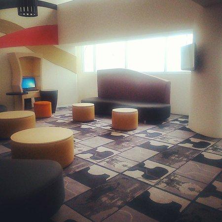 Ibis Styles Bandung Braga: lobby area