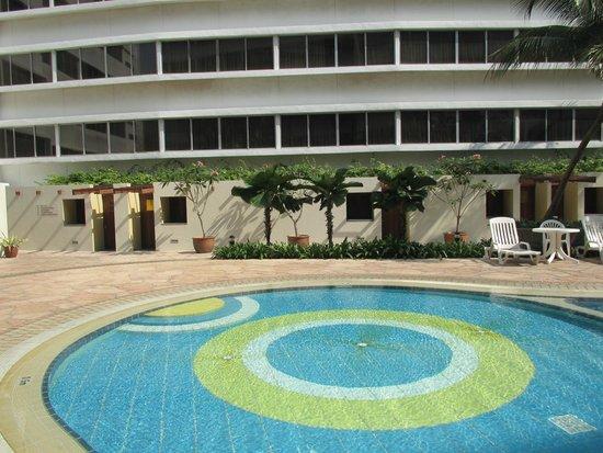 Furama RiverFront : Pool in der 5. Etage
