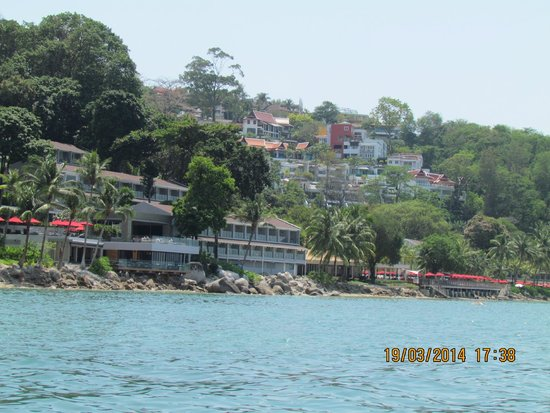 Rayaburi Beach Club Hotel: слева от отеля