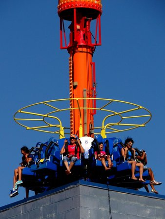 Steel Pier Amusement Park : Ride at Steel Pier
