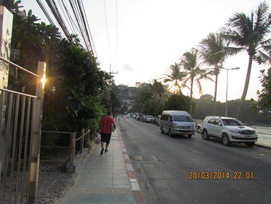 Rayaburi Beach Club Hotel: возле отеля