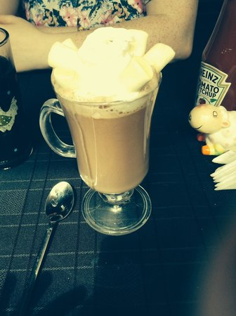 Calf Sanctuary Cafe: Hot chocolate, cream and marshmallows!