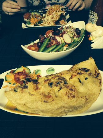 Calf Sanctuary: Breakfast omelette and salad, must try!