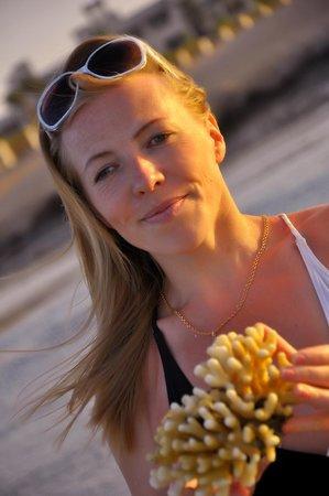 Siva Port Ghalib : На пляже с кораллом