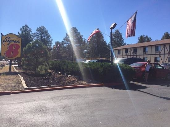 Super 8 Williams East/Grand Canyon Area : hotel in the morning