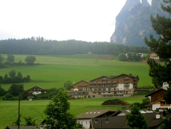 Hotel Emmy - Five Elements & SPA: hotel dal paese