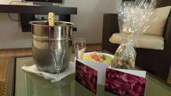 Avila Beach Hotel : A big bon bini for anniversary!