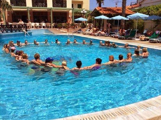 Samaina Inn Hotel: Vattengympa med vi som var på träningsresa