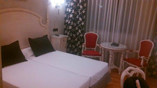 Salles Hotel Ciutat del Prat : Nice, clean, spacious room