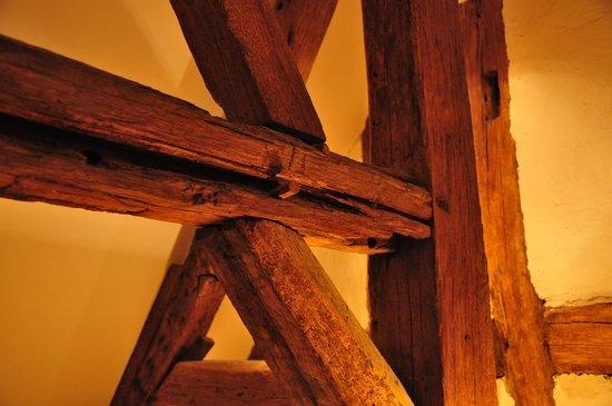 La Heraudiere : Старинные балки в номере