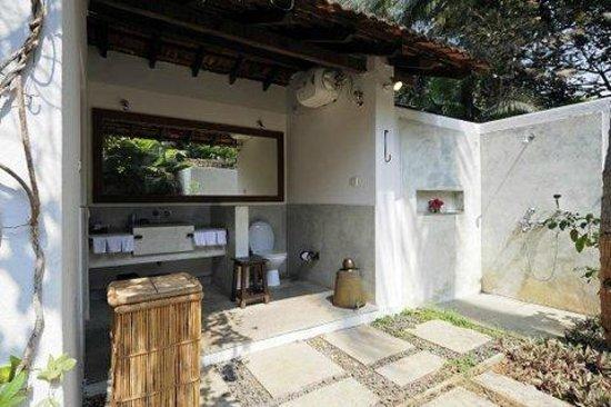 Aashyana Lakhanpal: Casinhas Bathroom