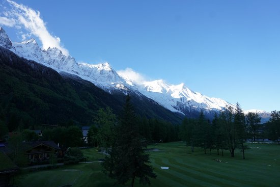 Le Labrador Hotel: Mont Blanc covered with fresh overnight snow