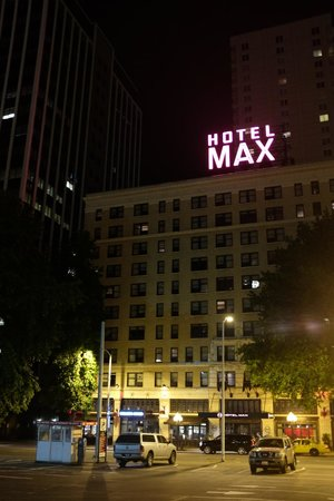 Hotel Max: View from outside the hotel