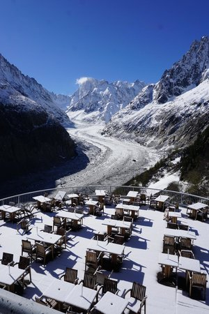 Le Labrador Hotel: Mer de Glace morning after what was a windy day