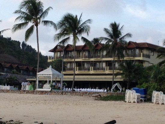 Phuket Marriott Resort & Spa, Merlin Beach : Back of hotel from beach