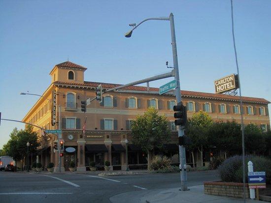 The Carlton Hotel : Exterior