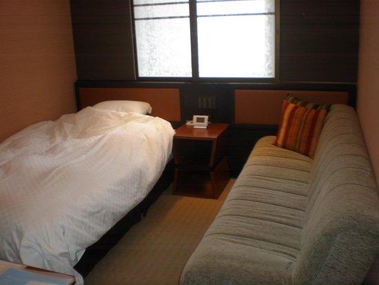 Hearton Hotel Kitaumeda : ソファ付きシングル