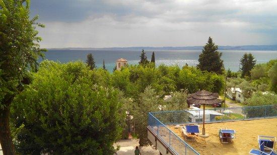 La Rocca Camping Village: Vista dalla piscina