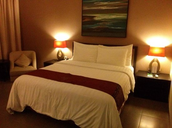 100 Sunset Hotel Managed by Eagle Eyes : Comfortable bed