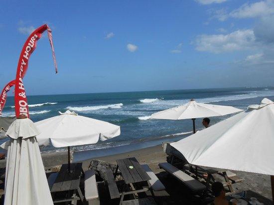 Pantai Batu Mejan (Echo Beach): Umbrellas Echo beach