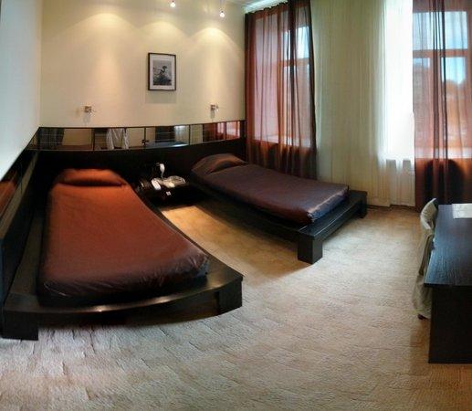 Stony Island Hotel: Room 407