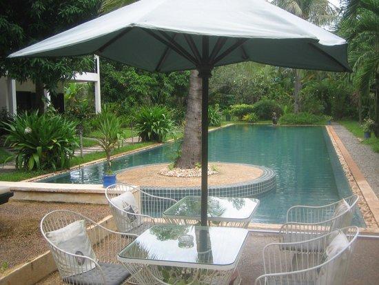 La Maison d'Angkor : au bord de la piscine