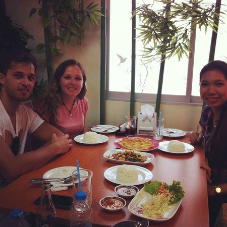 Mandy Guide Smile: A traditional Thai lunch, May ordered for us and the food was delicious