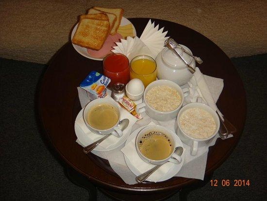 Grand Mark Hotel: Завтрак