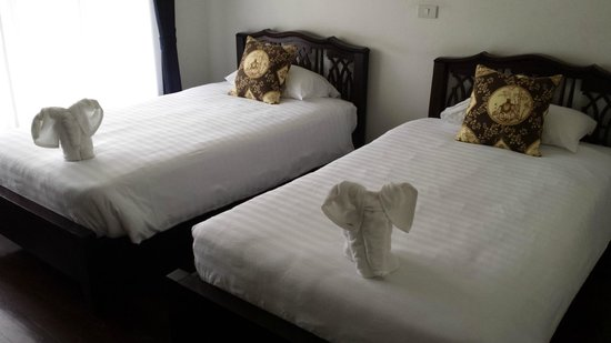 SSIP Boutique Dhevej Bangkok: Adorable elephants greeted us when we arrived!