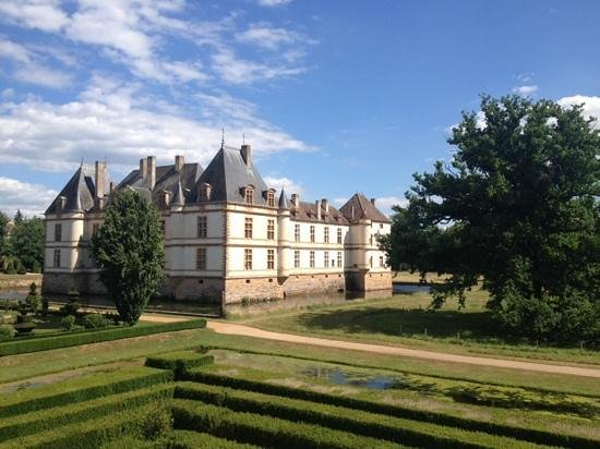 Château de Cormatin: Ch de Cormatin, view from the park