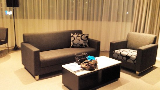 Meriton Serviced Apartments Kent Street: Lounge room of one-bedroom apartment.