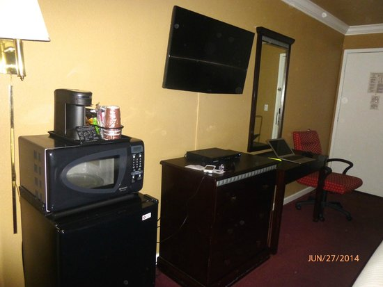 Fontaine Inn Downtown-Fairgrounds: HD TV and good reception