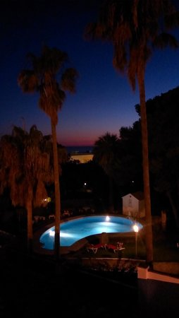 Apartamentos Cortijo Fontanilla: pool at night