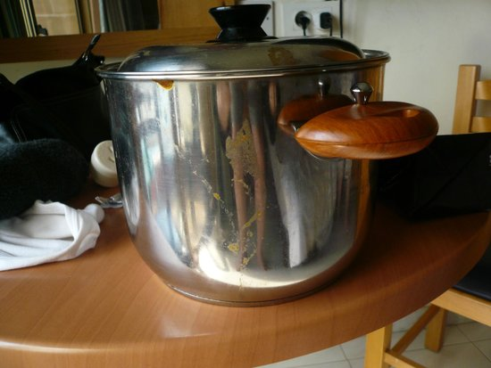 115 The Strand Hotel and Suites : Filthy cookware.  Only one saucepan when we arrived.