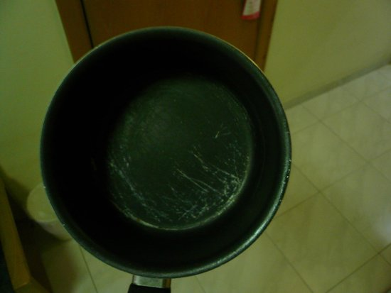 115 The Strand Hotel and Suites: Scratched saucepan