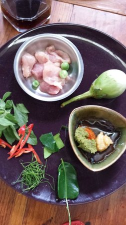 A lot of Thai : Home cooking class : The ingredients are all prepared, requiring only basic cutting/chopping in addition to cooking