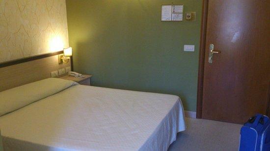 Hotel Galileo: Letto