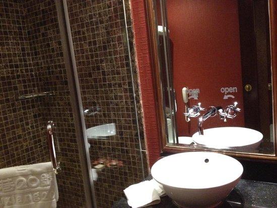 Beijing Guxiang 20 Club: Bathroom